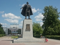 谢尔普霍夫市, 纪念碑 Князю Владимиру ХрабромуVladimir Khrabry sq, 纪念碑 Князю Владимиру Храброму