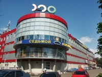 neighbour house: road. Entuziastov, house 1Б. retail entertainment center Светофор