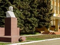 Волоколамск, улица Революционная. памятник В. И. Ленину