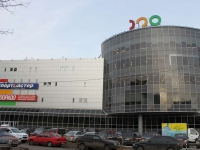 neighbour house: st. Pobratimov, house 7. retail entertainment center СВЕТОФОР