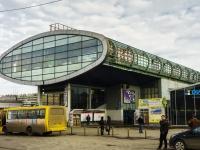 улица Колонцова, дом 1 с.1. многофункциональное здание Конкорс, торгово-пешеходный мост
