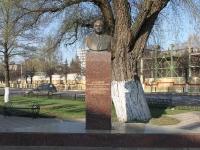 соседний дом: ул. Гурьева. памятник С.В. Зеленкову