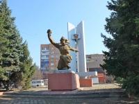 neighbour house: st. Kosmonavtov. monument посвященный Комсомолу