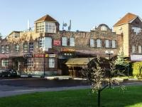 соседний дом: ул. Комарова, дом 1А. многофункциональное здание
