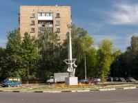 """Щелково, улица Комарова. монумент """"Покорителям космоса"""""""