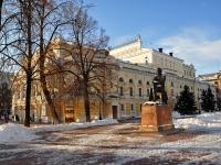 Нижний Новгород, улица Большая Покровская. памятник Н.А. Добролюбову