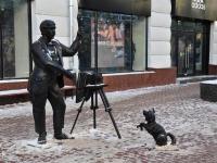 Нижний Новгород, улица Большая Покровская. скульптура Фотограф с собачкой