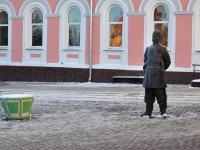 Нижний Новгород, улица Большая Покровская. скульптура Городовой