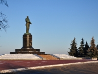 Нижний Новгород, памятник В.Чкаловуплощадь Минина и Пожарского, памятник В.Чкалову