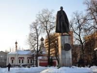 Нижний Новгород, улица Верхневолжская набережная. памятник П.Н. Нестерову