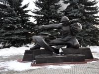 Нижний Новгород, улица Окский съезд. памятник Пожарному