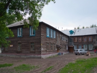 Novosibirsk, Titov st, house 52. Apartment house