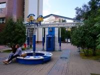 """Новосибирск, улица Советская. парк """"Аллея связистов имени А. И. Никулина"""""""