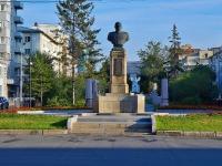 Новосибирск, улица Свердлова. памятник А.И. Покрышкину