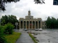 Новосибирск, улица Аэропорт, дом 2/2. многофункциональное здание