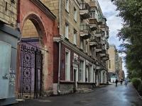 Novosibirsk, st Sibiryakov-Gvardeytsev, house 30. Apartment house