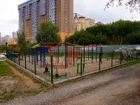 Новосибирск, улица Белинского. спортивная площадка Уличные тренажёры