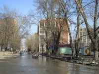 Новосибирск, улица Кошурникова, дом 2. многоквартирный дом
