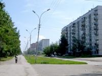 Novosibirsk, st Petukhov, house 68. Apartment house