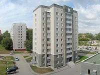 Novosibirsk, st Petukhov, house 152. Apartment house