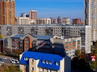 Novosibirsk, Derzhavin st, house 42. Apartment house