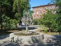 Новосибирск, улица Серебренниковская. скульптурная композиция «Дерево»