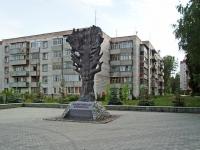 """Новосибирск, улица Кольцово пос (п. Кольцово). скульптура """"Дерево жизни"""""""