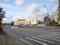 Novosibirsk, st Kurchatov, house 1. retail entertainment center