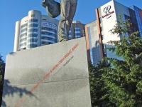 Новосибирск, улица Серебренниковская. памятник В. Высоцкому