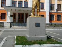 Новосибирск, улица Ползунова. памятник В.П. Чкалову