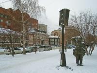 Новосибирск, улица Спартака. памятник Первому светофору Новосибирска