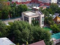 Новосибирск, улица Чехова, дом 82. офисное здание