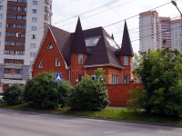 Новосибирск, улица Чехова, дом 89. индивидуальный дом