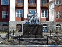 """Пермь, улица Генкеля. скульптурная композиция """"Ленин и Горький"""""""