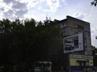彼尔姆市, Kosmonavtov road, 房屋 49. 公寓楼
