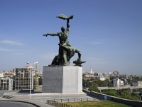 Ростов-на-Дону, площадь Стачки 1902 года. памятник Стачке 1902 года «Преемственность поколений»