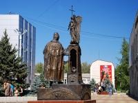 Батайск, площадь Ленина. памятник Петру и Февронии