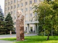 улица Петровская. памятник В.И. Ленину