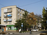 Azov, Mira st, house 33. Apartment house
