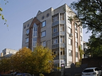 Azov, Chekhov st, house 3. Apartment house