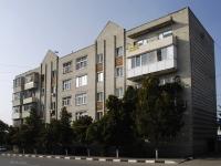 Azov, Chekhov st, house 8/10. Apartment house