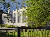 Азов, улица Васильева, дом 94. многофункциональное здание