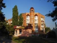 亚速海, Makarovsky st, 房屋 25А. 公寓楼