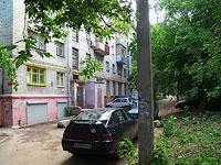 улица Революционная, дом 87. жилой дом с магазином