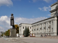 Samara, square Kuybyshev. monument
