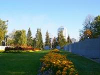 neighbour house: square. Kuybyshev. public garden площадь Куйбышева