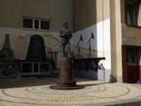Самара, улица Молодогвардейская. памятник инженеру