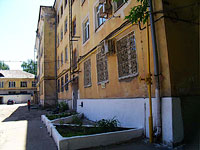 neighbour house: st. Polevaya, house 88. Apartment house