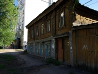neighbour house: st. Chkalov, house 33. Apartment house
