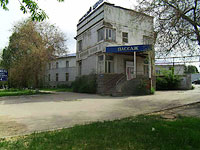 "neighbour house: st. Novo-Sadovaya, house 149. shopping center ""Пассаж"""